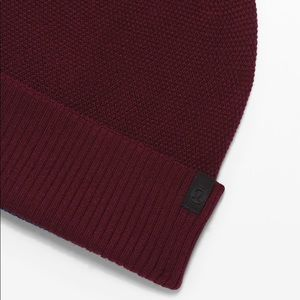 Knit me up beanie lululemon garnet true navy new